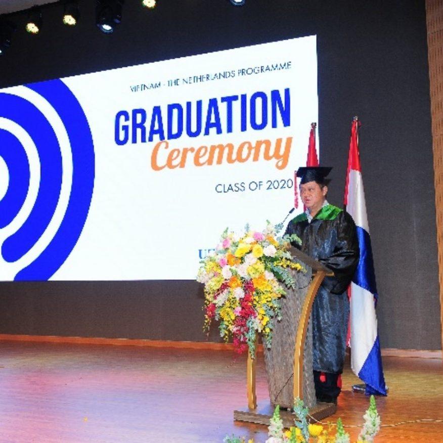Tân Thạc Sĩ Kinh Tế, Kiều Công Bằng, cảm động chia sẻ kỷ niệm khi học tại VNP